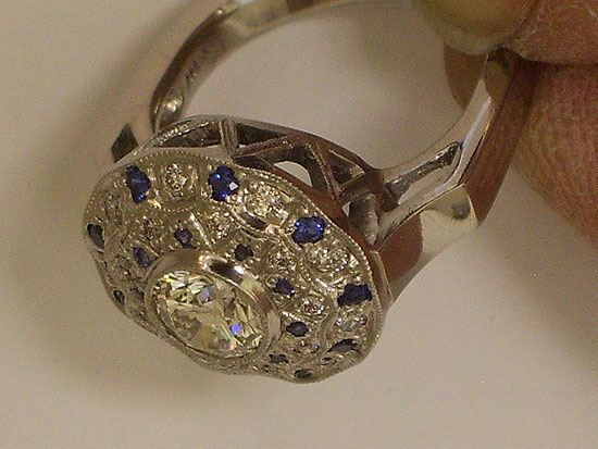 18K White Gold & Sapphire Antique Ring