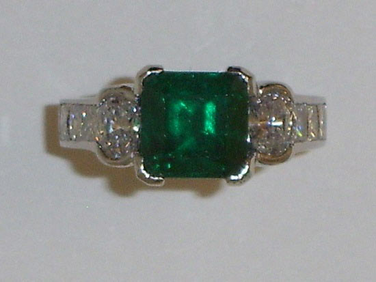 Emerald & Diamond Ring Set in 18K Yellow Gold