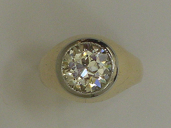 18K Gold & Round Brilliant Diamond Ring